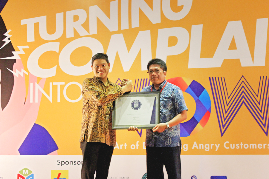 Kategori: Operator Seluler The Champion of Bali WOW Service Excellence Award Kanan: Dodik Supriyono, General Manager, East 2, XL